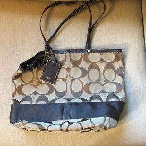 Brown Classic COACH Shoulder Bag